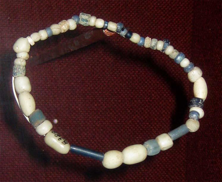 Abalorios para comerciar datados en torno al año 1740 y descubiertos por arqueólogos en el yacimiento de un antiguo poblado Wichita que se extendía a lo largo del río Arkansas en el norte de Oklahoma. Colección del Oklahoma History Center. (CC BY SA 3.0)