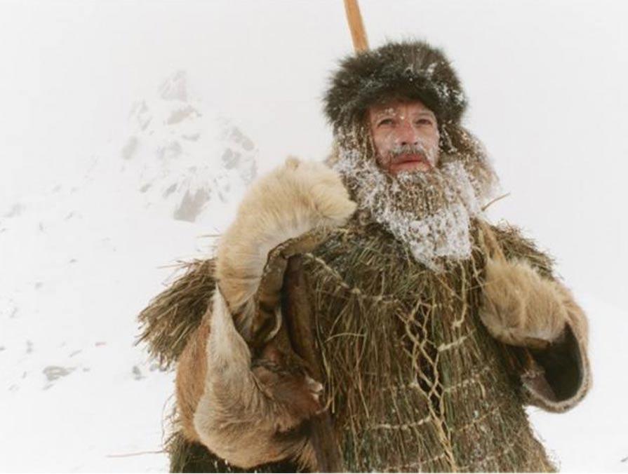 El actor Mark Noble interpretando a Ötzi en el programa de televisión del año 2005 'The Iceman Murder.' ('El asesinato del Hombre de Hielo.') (Imagen: BBC)