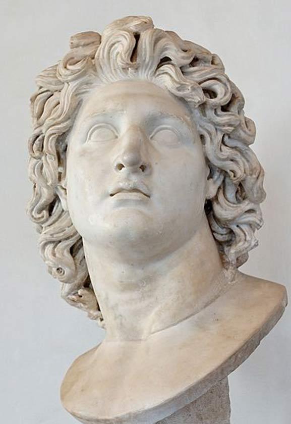 Alejandro Magno retratado como Helios. Mármol romano copia de un original helenístico de los siglos III a. C. – II a. C. (Public Domain)