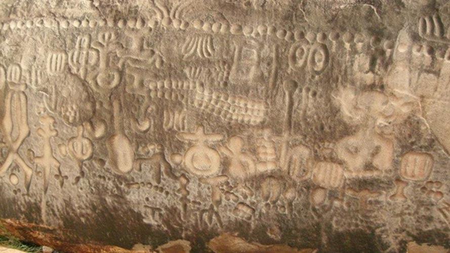 Encontramos símbolos muy diversos grabados sobre la Piedra de Ingá. (Leonardo Chaves/Flickr)