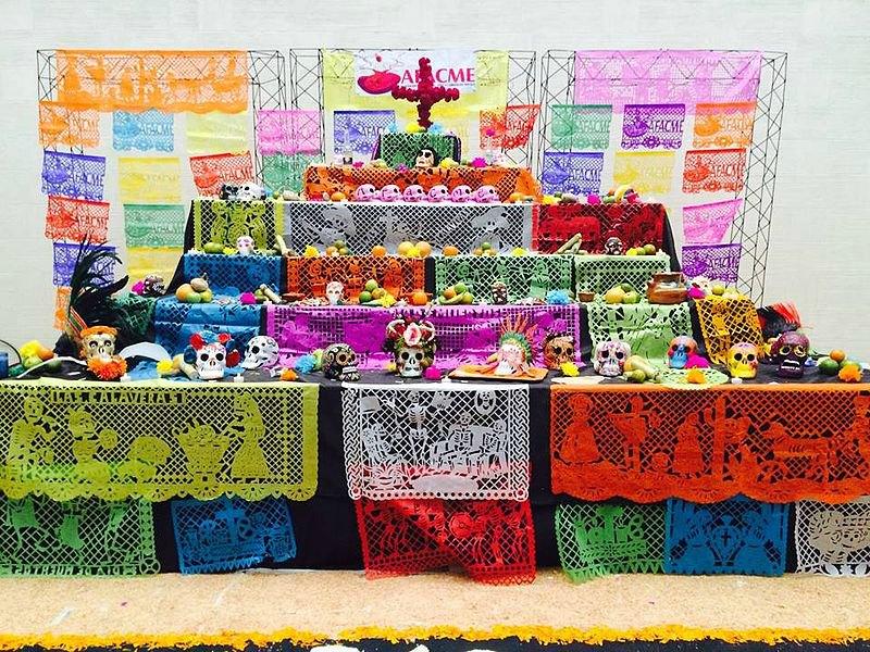 Altar del Día de Muertos de siete niveles o pisos, Monterrey, México. (Lemad.resaeva/CC BY-SA 4.0)