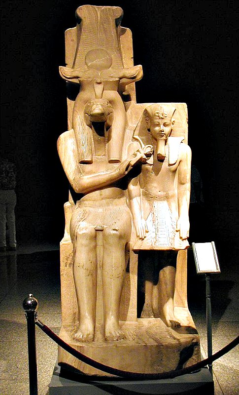 Estatua de Amenhotep III y el dios Sobek procedente del templo de Sobek en Dahamshaen. Museo de Luxor, Egipto. (Gérard Ducher/CC BY-SA 2.5)