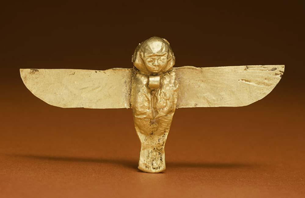 Amuleto Ba de oro de la época ptolemaica utilizado en el pasado con fines apotropaicos para alejar el mal y atraer la buena suerte. (Walters Art Museum)