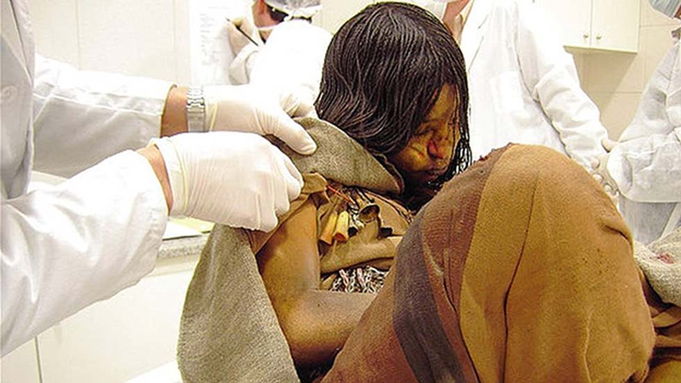 500 años después se encontraron en los cabellos de las momias evidencias de la ingestión de té de coca. (CC BY 2.0)