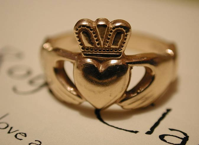 Anillo Claddagh de oro. (Royalcladdagh/CC BY SA 3.0)