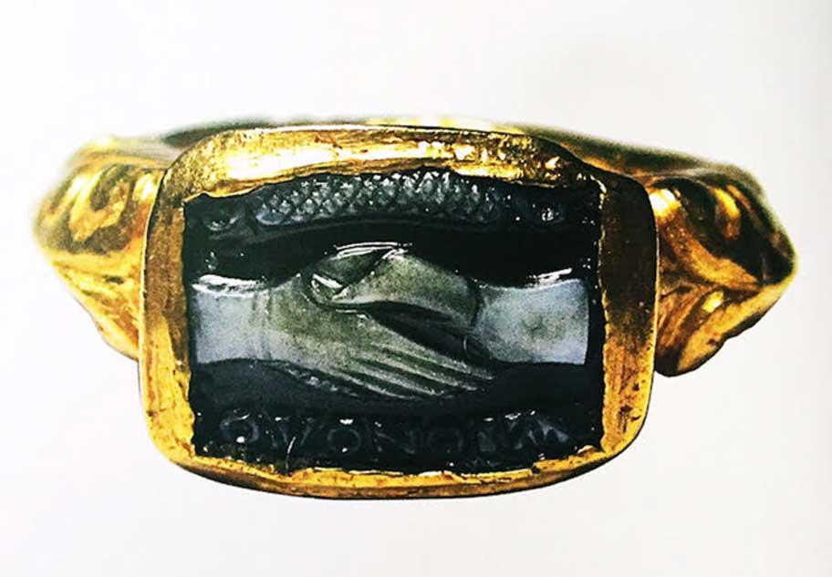 Elaborado anillo romano de oro y ónice del siglo III d. C. (Argyor)