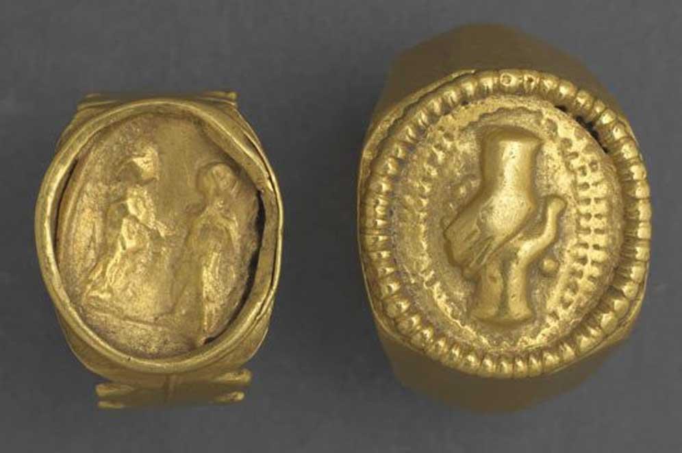 Anillos 'fede' de oro de los siglos II o III d. C. El diseño de las manos entrelazadas era entonces muy popular para los anillos de bodas romanos. (CC BY NC SA 4.0)