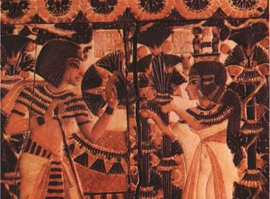 Detalle: Tutankamón recibe flores de Anjesenamón como símbolo de su amor. (Dominio público)