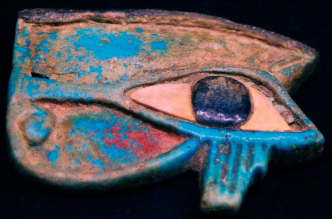 Antigua talla del Ojo de Horus (Travis/Adobe Stock)