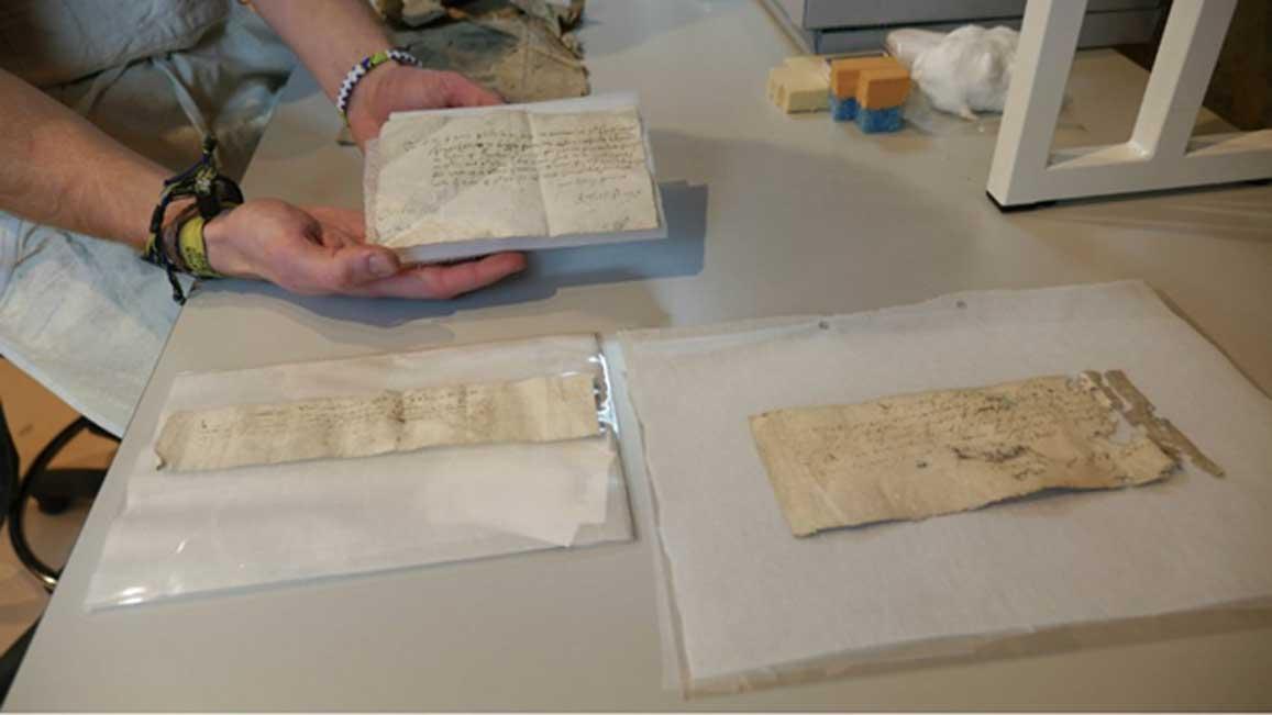 Las tres cartas tras haber sido sometidas a un tratamiento de limpieza. Fotografía: National Trust