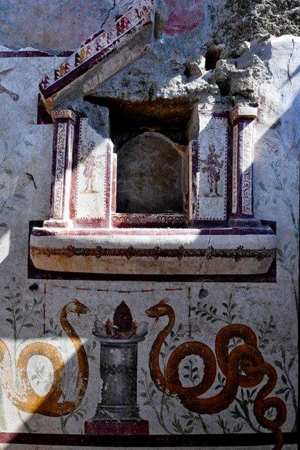 El santuario recientemente descubierto en Pompeya estaba decorado con clásicas imágenes romanas. (Parque Arqueológico de Pompeya)