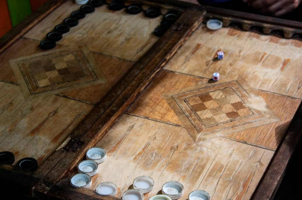 Antiguo tablero de backgammon (445017/Adobe Stock)
