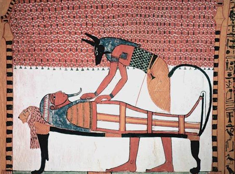 Anubis, un importante dios funerario en Asyut, donde fue descubierta la momia de Hatasón, aparece representado en esta antigua pintura cuidando de una momia (Fotografía: self/Wikimedia Commons)
