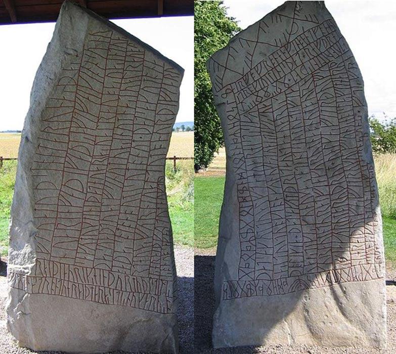 Anverso (CC BY SA 3.0) y reverso (CC BY SA 3.0) de la piedra rúnica de Rök.