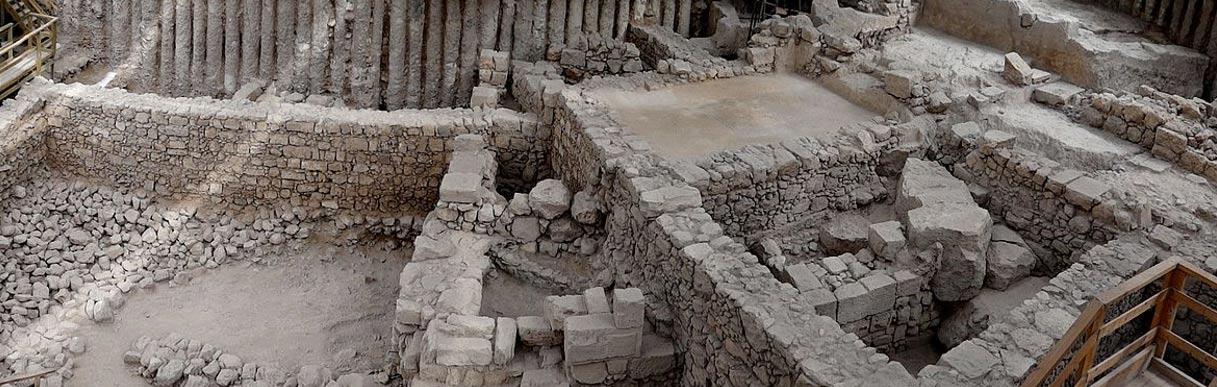 Los sellos han sido descubiertos en los aparcamientos Giv'ati de Jerusalén. El emplazamiento ha sido identificado como parte de la Ciudad de David (public domain)