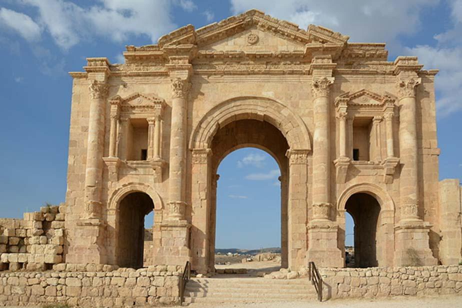 Arco de Adriano en la entrada sur de la antigua Gerasa, hoy Jerash, Jordania. (CC BY-SA 3.0)