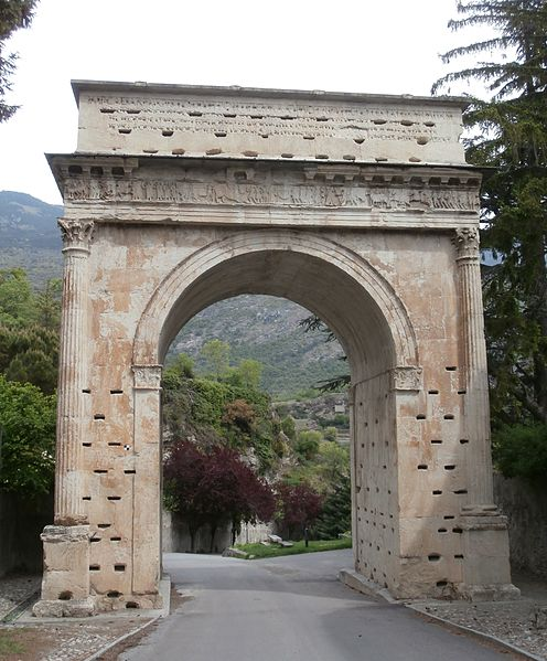 Arco de Augusto, Susa, Italia. Siglo I a. C. (Creative Commons)