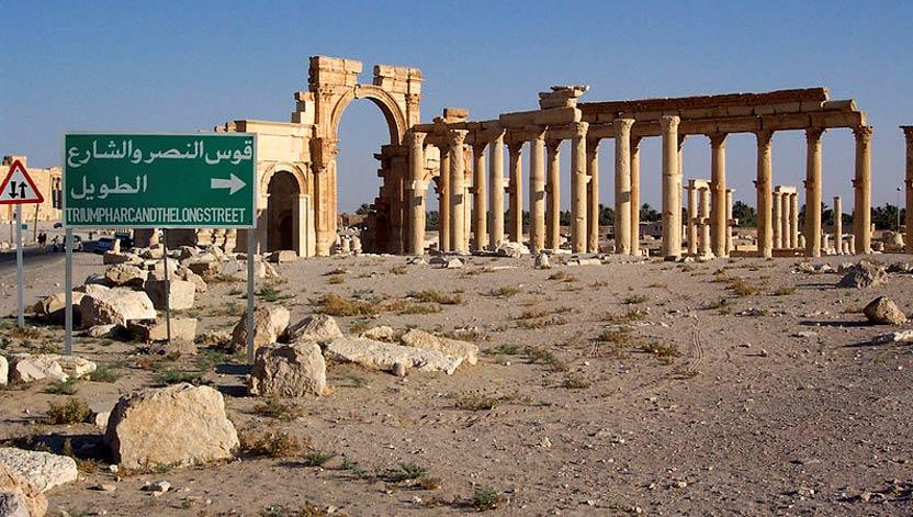 Palmira, Siria. Arco de Septimio Severo y Decumanus Maximus (una de las arterias principales de la ciudad). (CC BY-SA 3.0)