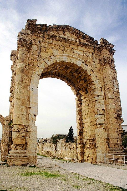Arco de triunfo de Tiro, construido durante el siglo II d. C. (David Bjorgen/CC BY-SA 2.0)