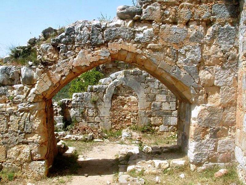 Arcos del ala norte del castillo. (Fotografía: La Gran Época/Gal Shaine)
