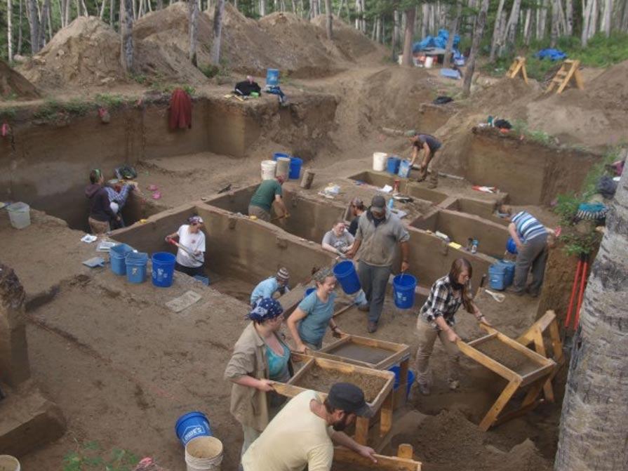 Un equipo de arqueólogos ha descubierto en Alaska los restos de dos bebés prehistóricos, los más antiguos restos humanos hallados en el norte de Norteamérica hasta la fecha. Fotografía: Ben Potter, Universidad de Alaska Fairbanks