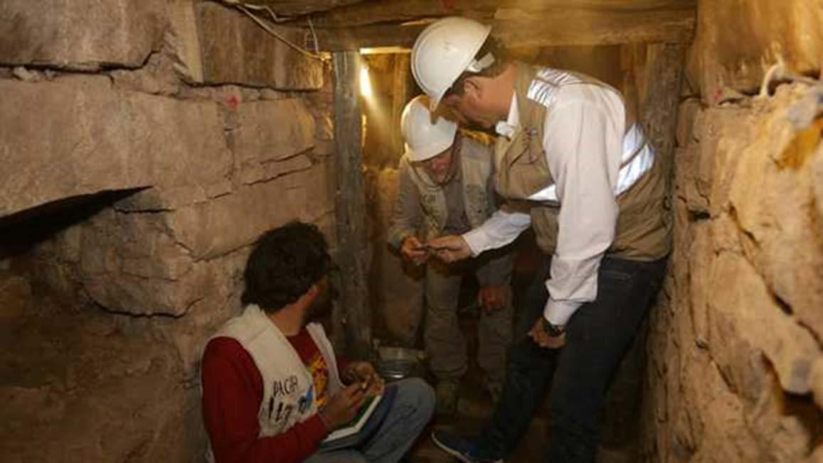 Arqueólogos en una galería subterránea de Chavín de Huántar. (Ministerio de Cultura de Perú)