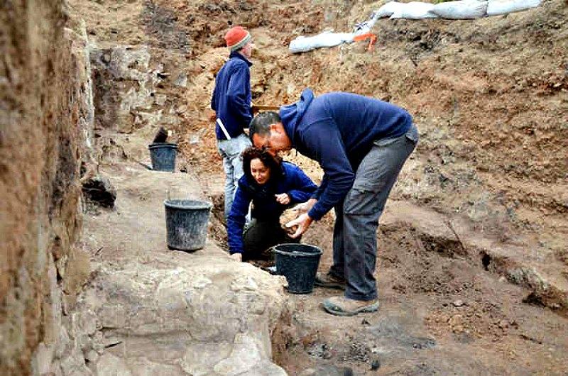 El equipo de científicos encargados de este proyecto de excavaciones durante el trabajo de campo. (Fotografía: LiveScience/Yoli Shwartz,/Autoridad de Antigüedades de Israel)
