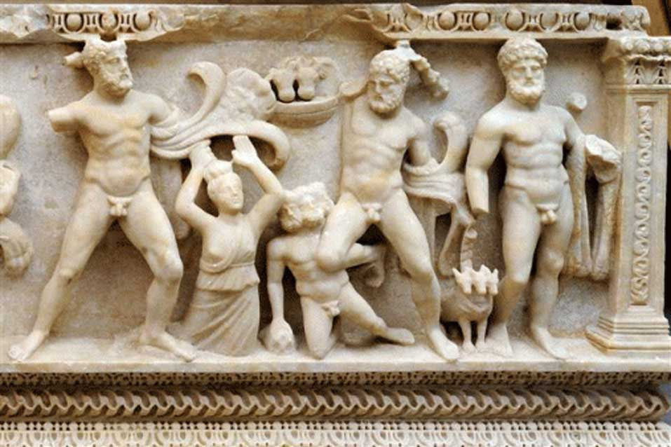 Esta foto sin fecha proporcionada por el Ministerio Público de Ginebra nos muestra un ataúd del siglo II a. C. en mármol esculpido que representa las 12 labores de Hércules. (Ministerio Público de Ginebra/Daily Herald)