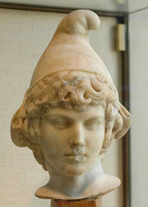 Busto de un Atis niño en el que el amante de Cibeles aparece retratado con el gorro frigio. (Public Domain)
