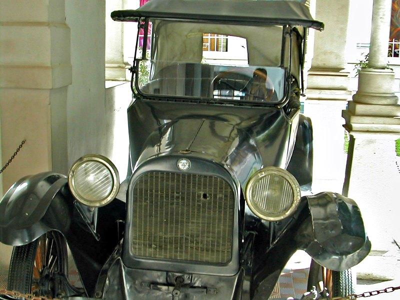 Automóvil en el que viajaba Pancho Villa cuando fue asesinado y en el que aún pueden observarse las huellas dejadas por los disparos. Museo de Pancho Villa, Chihuahua, México. (Jacob Rus/CC BY–SA 2.0)