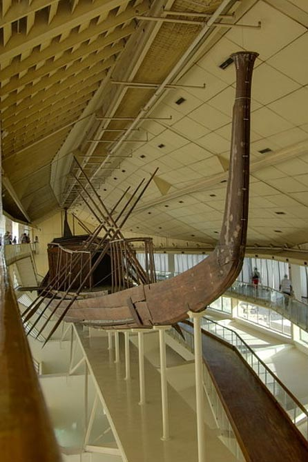 La barca de Khufu, reconstruida. Guiza, Egipto. (CC BY SA 3.0)