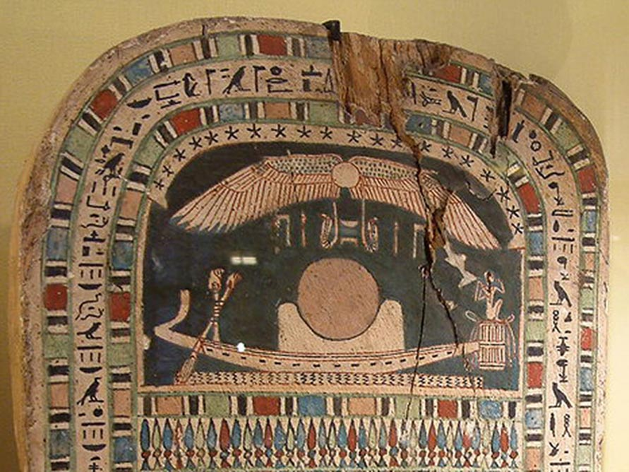 Embarcación solar en una estela de madera pintada del antiguo Egipto perteneciente a la dinastía XXVI. (CC BY SA 2.5)