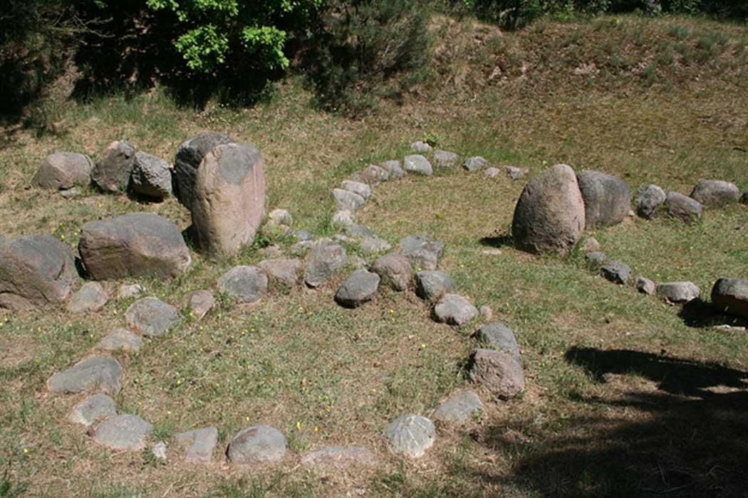 Barcos de piedras de la época vikinga, Menzlin (Alemania). (CC BY-SA 3.0)