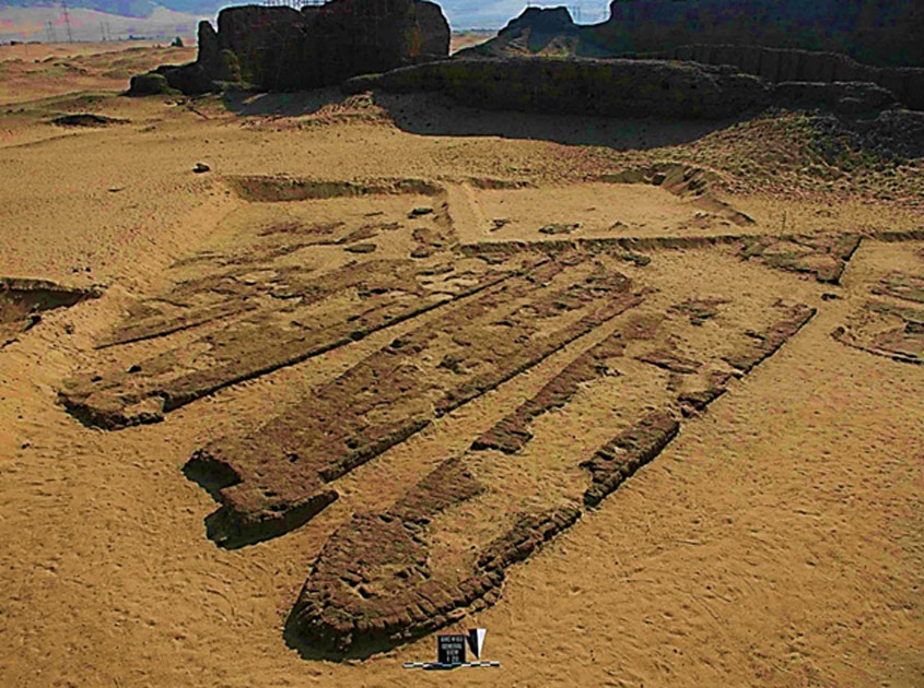 Algunos de los barcos de Abidos en sus tumbas de ladrillo. (Maritimehistorypodcast.com)