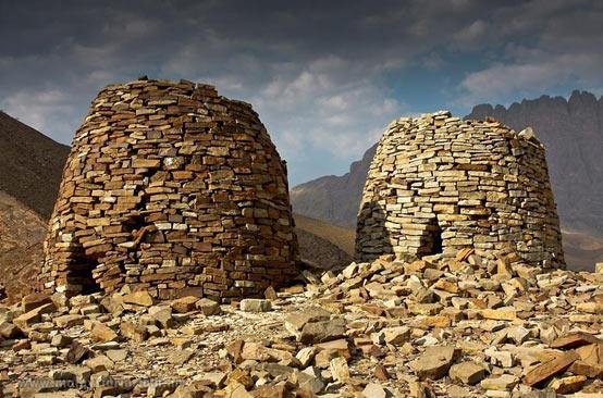 Beehive-tombs-at-Al-Ayn-oman.jpg