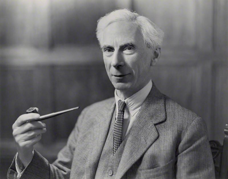 El gigante de la lógica, Bertrand Russell llegó a reconocer las aportaciones de Lewis Carroll a dicho campo. Retrato de Bertrand Russell, realizado por Bassano (1936). National Portrait Gallery (NPG). Londres, Inglaterra. (Public Domain)