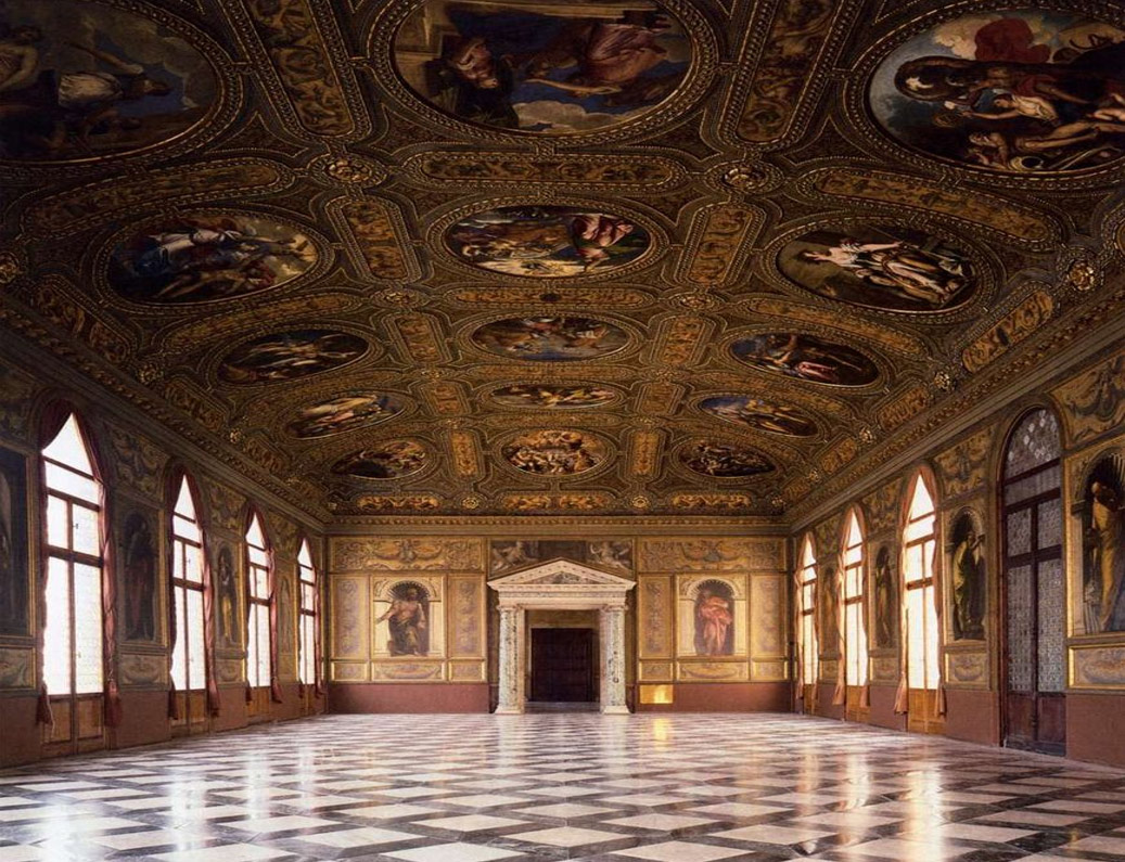 Fotografía tomada en el interior de la Biblioteca Nazionale Marciana. Sus techos ricamente decorados, sus paredes y suelos de mármol rememoran la grandeza de la Época en que fue construida. El arte que la decora y sus intrincados detalles son asombrosos. Fotografía de Wga. Hu (Wikimedia Commons).