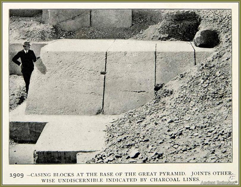 Las enormes piedras del antiguo revestimiento de la Gran Pirámide. En el 832 d. C. la pirámide estaba aún enteramente cubierta por estos bloques. (Imagen proporcionada por el autor)
