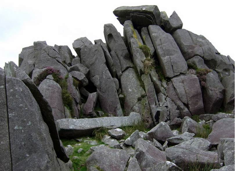 Bluestones-en-Carn-Menyn-Gales.jpg