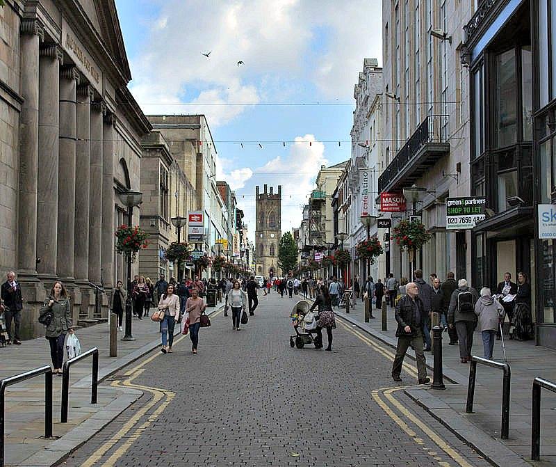 Bold Street en Liverpool, mirando en dirección a la Iglesia de San Lucas (Samwalton9/CC BY-SA 4.0)