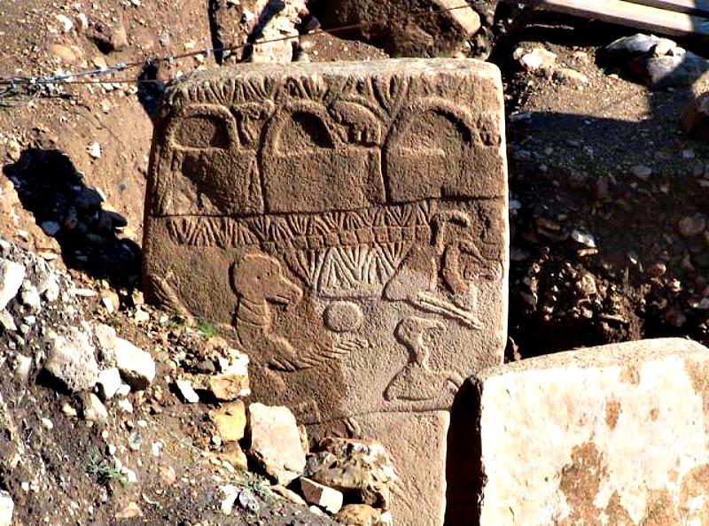 Tres de las extrañas y misteriosas bolsas de Göbekli Tepe. (Fotografía: Historia Enigmática).