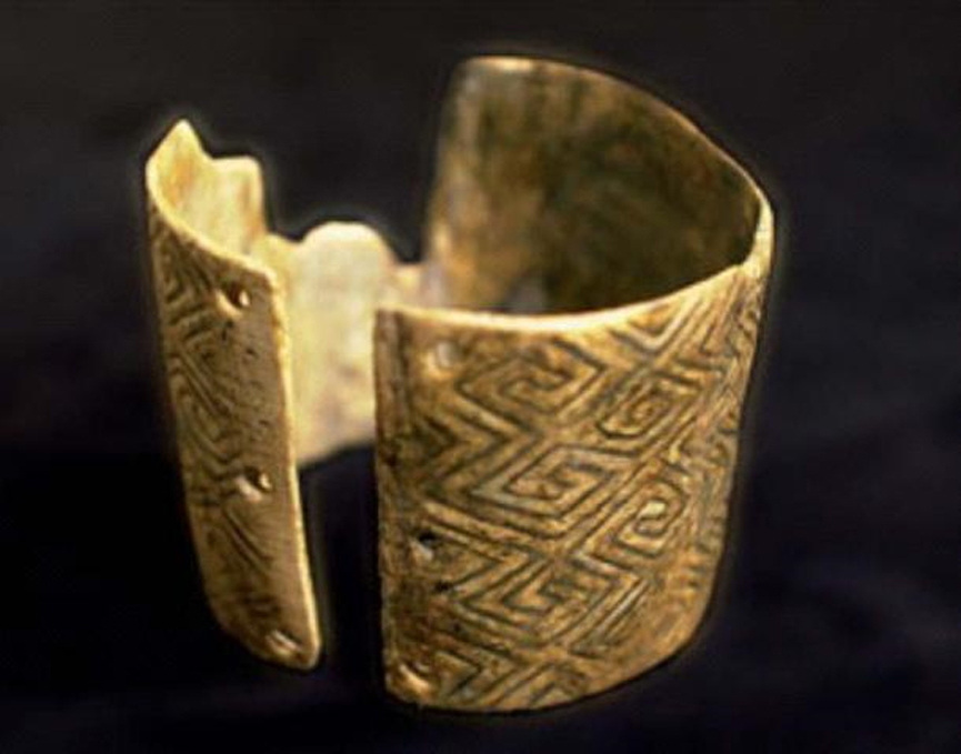 Brazalete hallado en Mizyn. Imagen: Encyclopedia of Ukraine