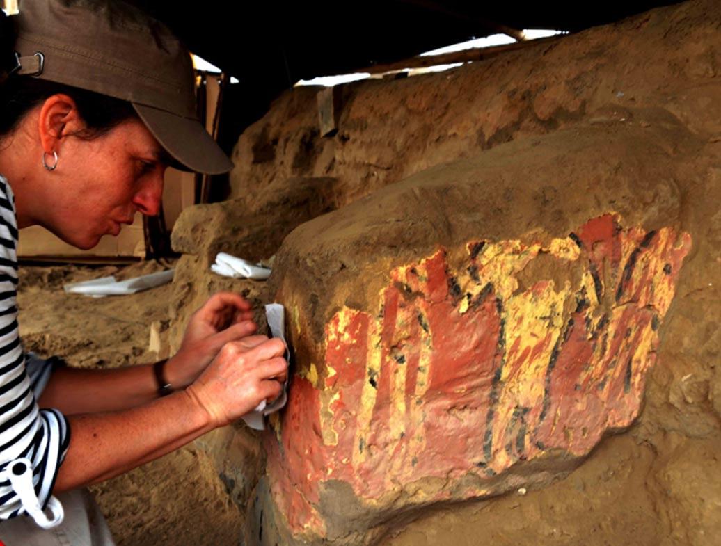 Se han descubierto en el lugar pinturas murales de brillantes colores además de muchos objetos interesantes procedentes de toda la región de los Andes.  (World Archaeology photo)