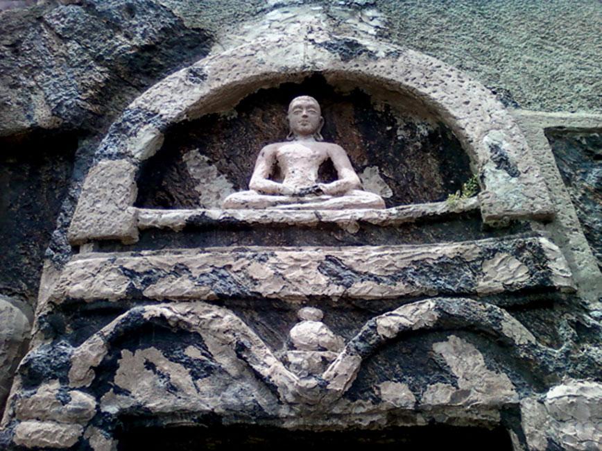 Buda sedente tallado en la roca, Bojjannakonda (CC BY 3.0)