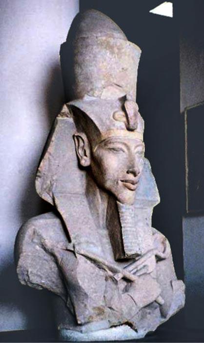 Busto del faraón Akenatón (Wikimedia Commons)