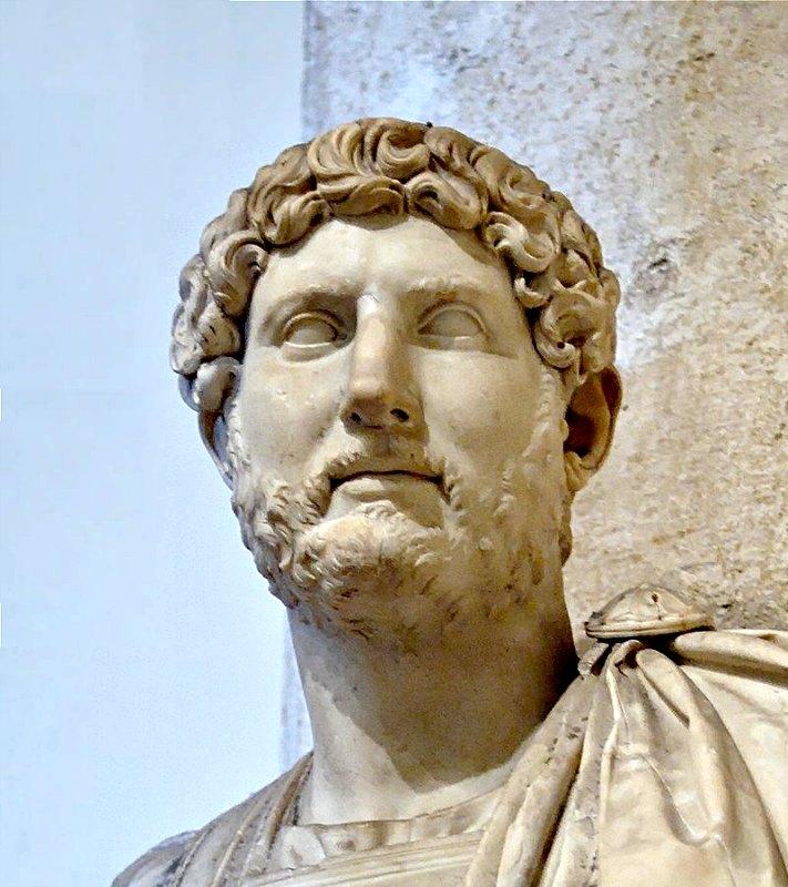 Busto del emperador Adriano, que reinó en Roma entre los años 117 d. C. y 138 d. C. Museos Capitolinos de Roma, Italia. (Public Domain)