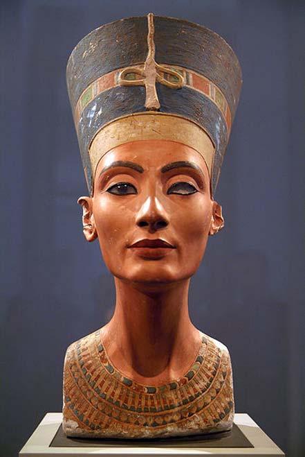 El icónico busto de Nefertiti expuesto en Berlín. (CC BY 2.0)