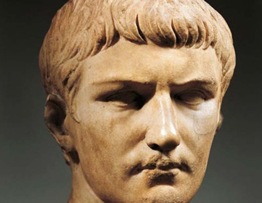 Busto de mármol del emperador Calígula