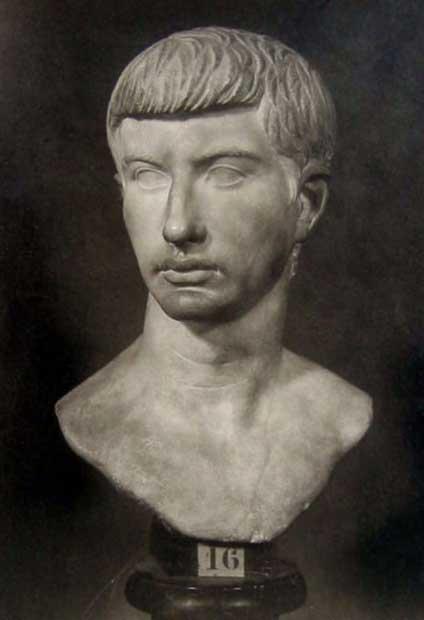 Busto de mármol de Bruto, Museos Capitolinos de Roma (Dominio público)