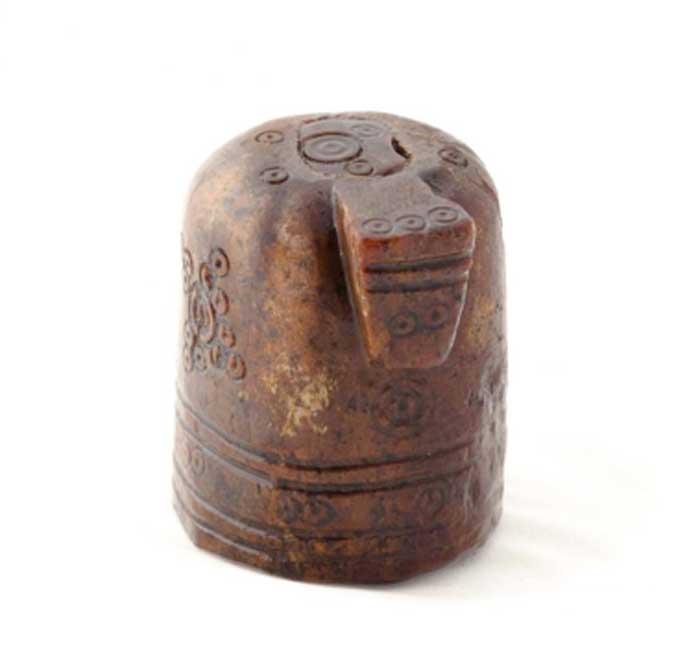 La pieza de ajedrez o shatranj presenta un morro prominente de lo que parece ser un caballo. (Imagen: Lars Haugesten, NIKU)